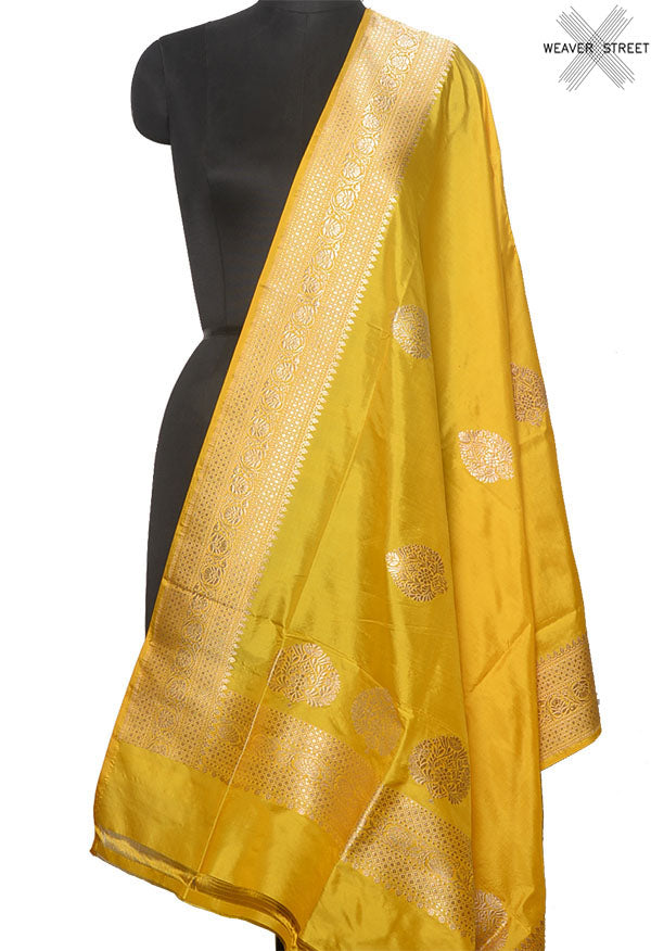 Gold Katan silk handwoven Banarasi dupatta with leaf shape buta (1) Main