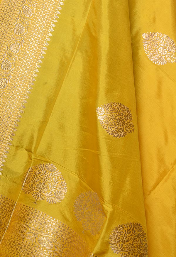Gold Katan silk handwoven Banarasi dupatta with leaf shape buta (2) Close up
