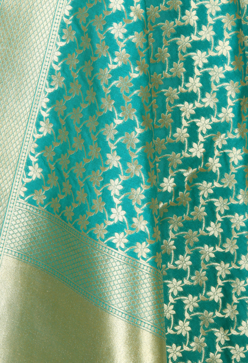 Green art silk Banarasi dupatta with delicate flower jaal (2) Close up