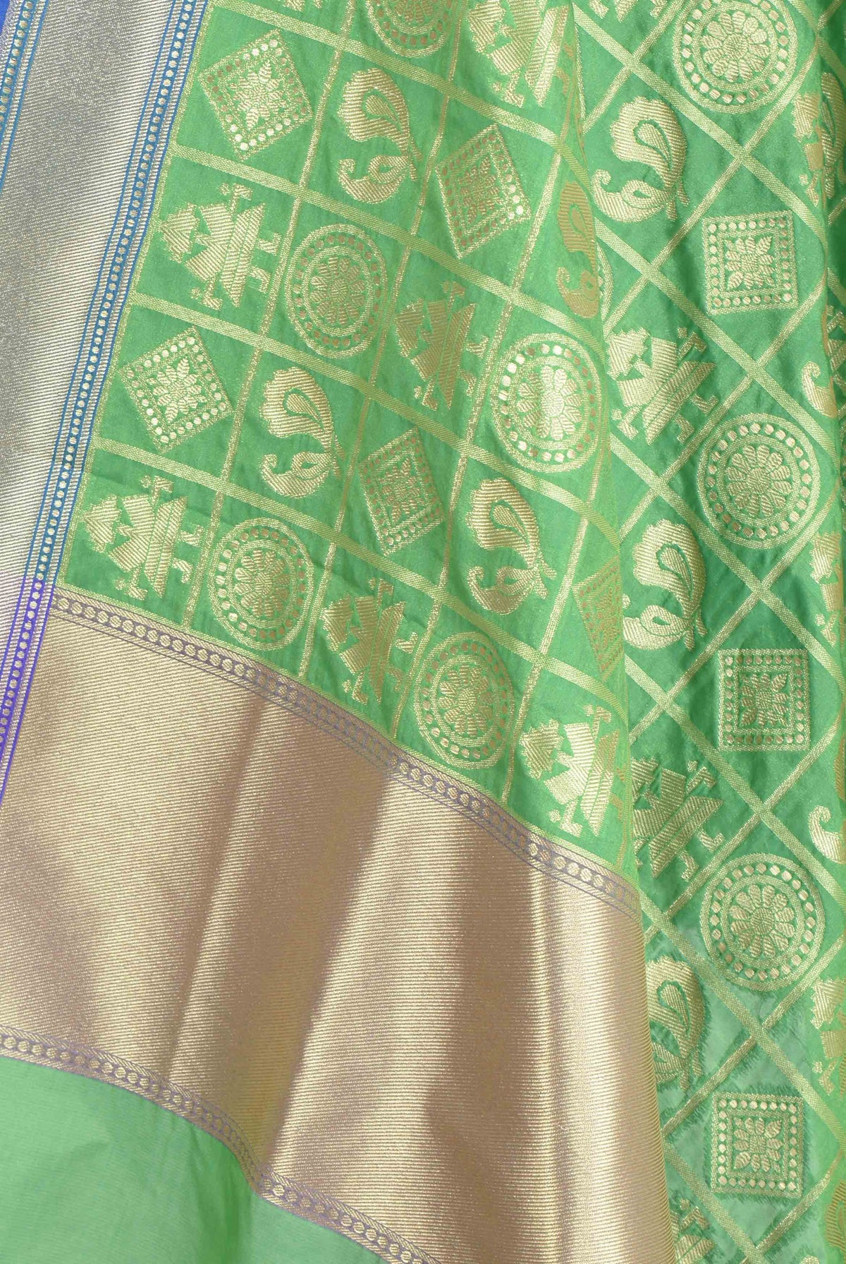 Green dupatta with figures in grid pattern (2) Closeup