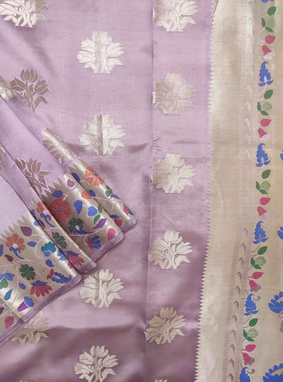 Lavender dupion silk Banarasi saree with flower boota and meenedar border (2) Close up