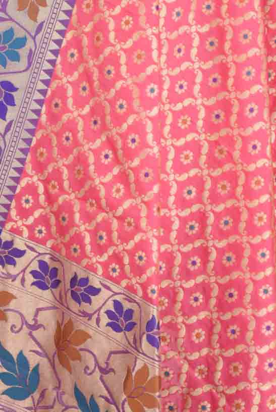 Light Pink Banarasi Dupatta with leaf jaal and floral motifs (2) Close up