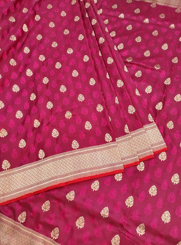 Magenta Katan silk handloom tanchoi Banarasi saree with mughal booti (3) center