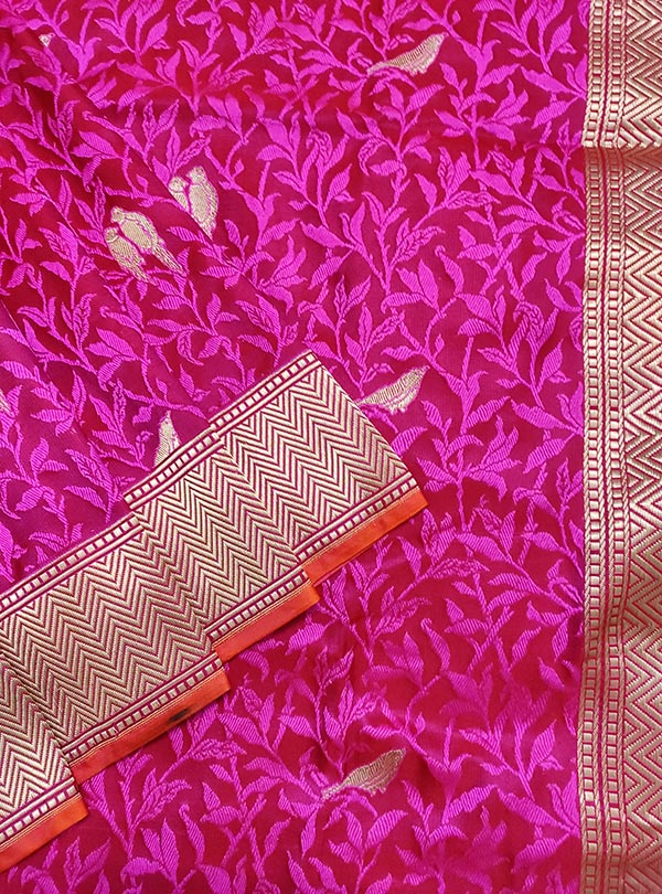 Magenta Red katan silk tanchoi Banarasi saree with kaduwa woven bird booti (2) close up