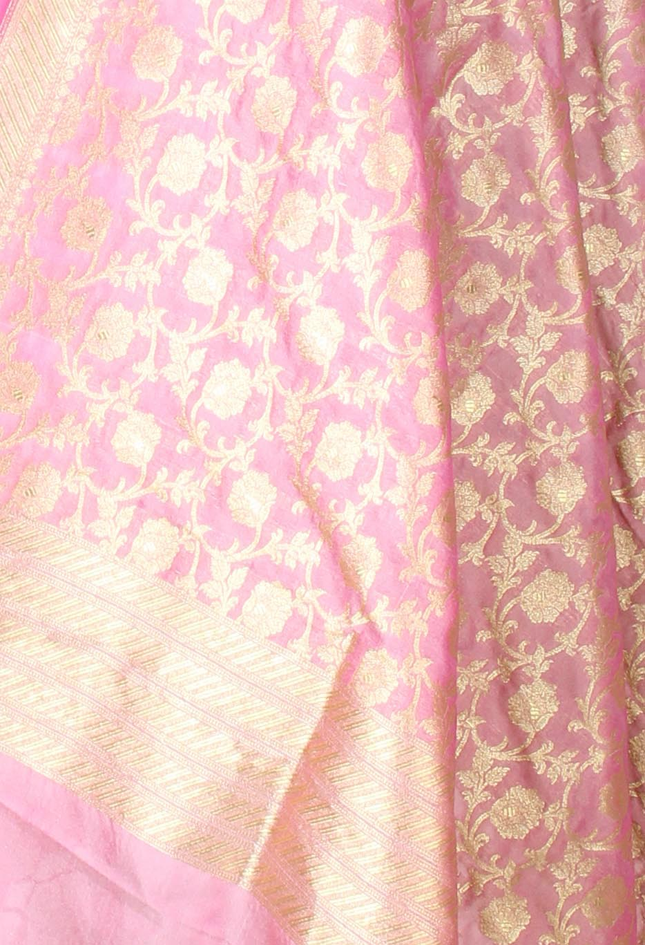 Mauve Banarasi dupatta with flower jangla (2) closeup