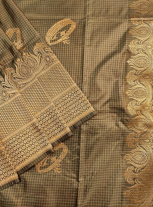 Mouse Brown Katan silk handloom Banarasi checkered saree with kadwa bracelet boota (2) close up