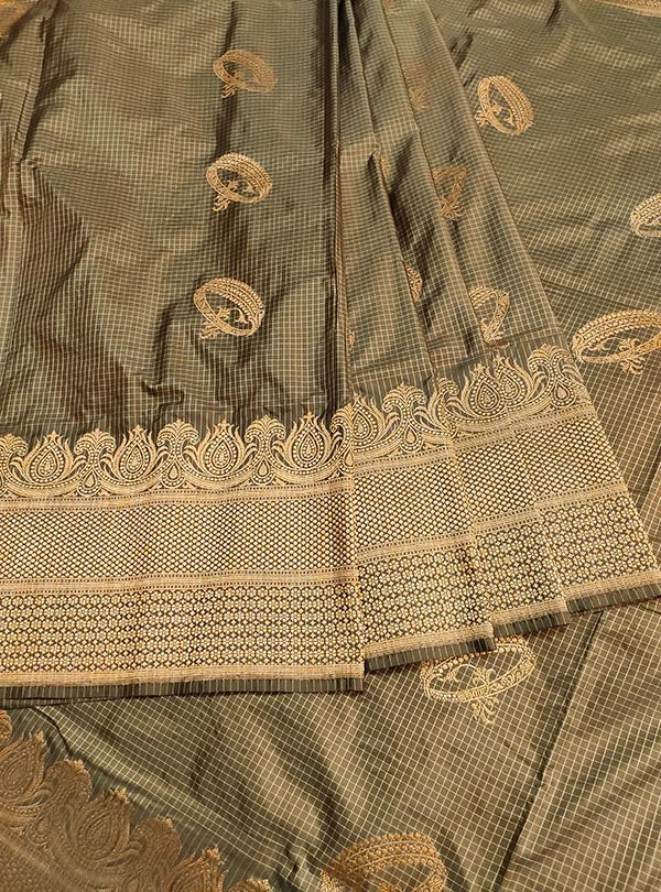 Mouse Brown Katan silk handloom Banarasi checkered saree with kadwa bracelet boota (3) center