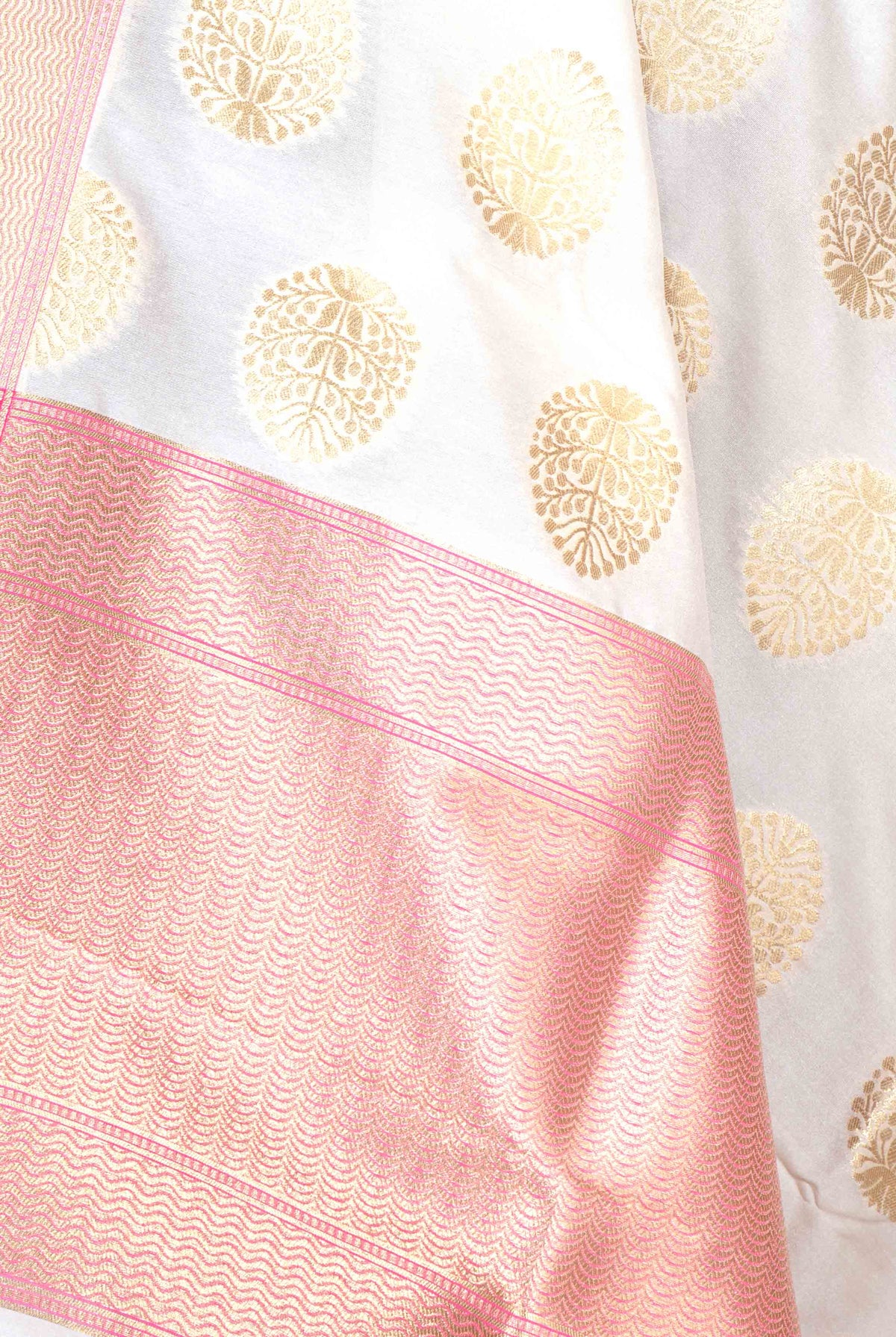 Off White Banarasi dupatta with plant like elliptical motif (2) CLoseup