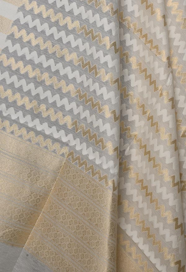 Off white Silk cotton Handwoven Banarasi dupatta with chevron jaal (2) Close up