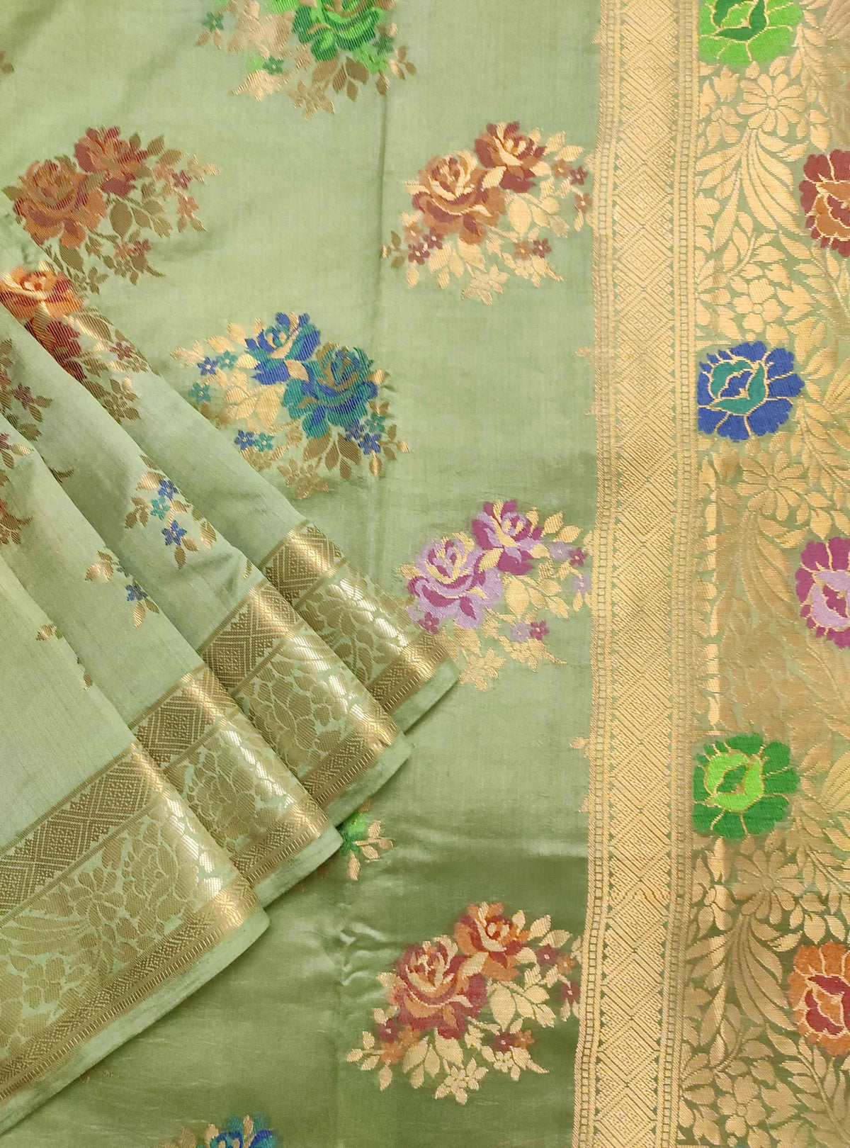 Olive green muga silk handloom Banarasi saree with tilfi flower bunch boota (2) Close up