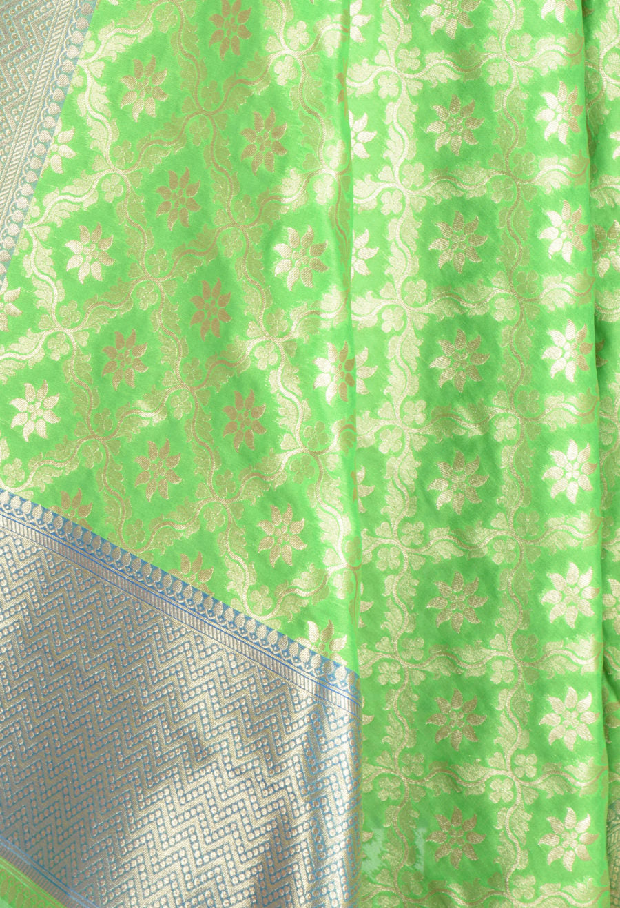 Parrot Green Art Silk Banarasi Dupatta with floral jaal and motifs (2) Closeup