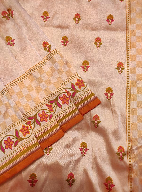 Peach Katan silk handloom Banarasi saree with mini flower booti (2) close up