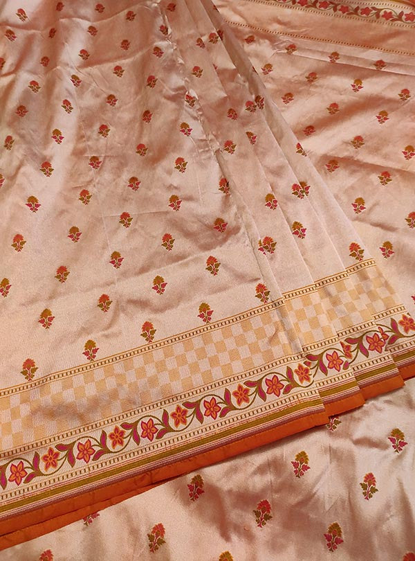Peach Katan silk handloom Banarasi saree with mini flower booti (3) center
