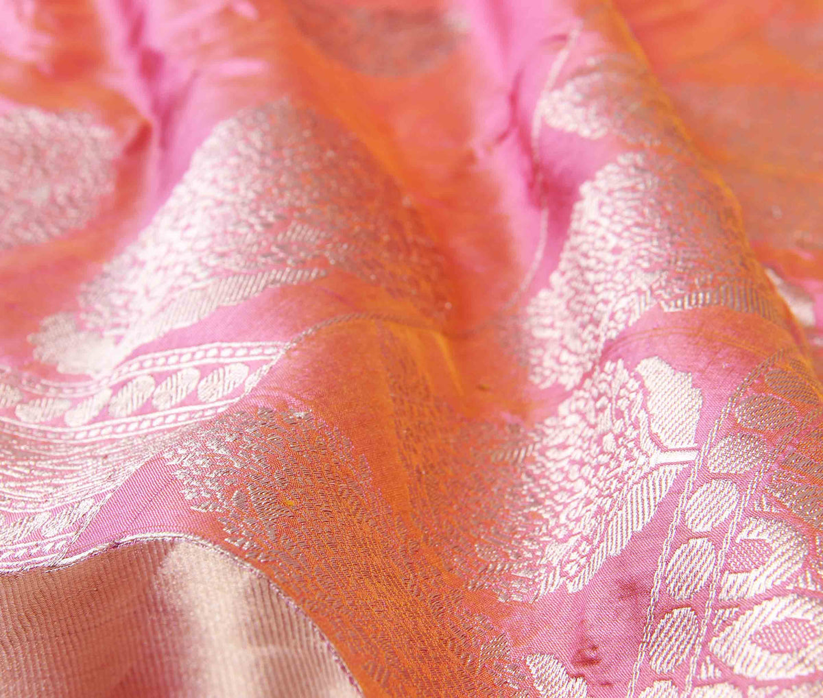 Peach Katan silk handwoven Banarasi saree with floral boota (3) closeup