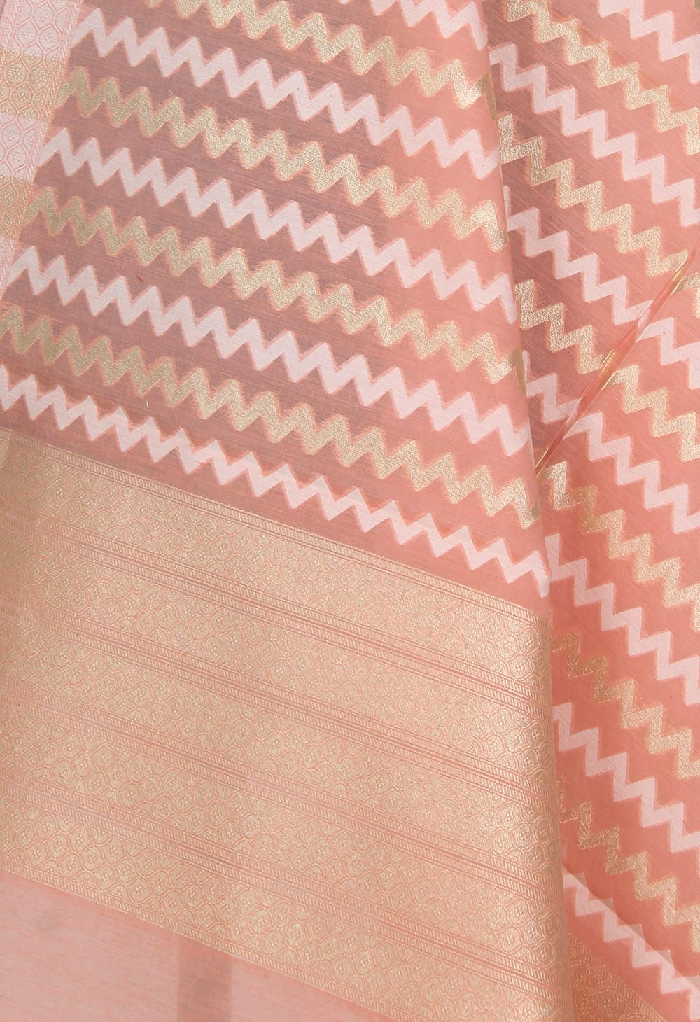 Peach silk cotton handwoven Banarasi dupatta with chevron jaal (2) Close up