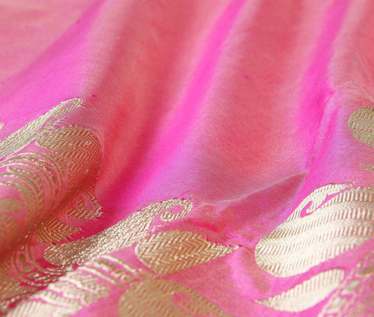 Pink Katan silk handwoven plain banarasi saree with paisley border (3) closeup