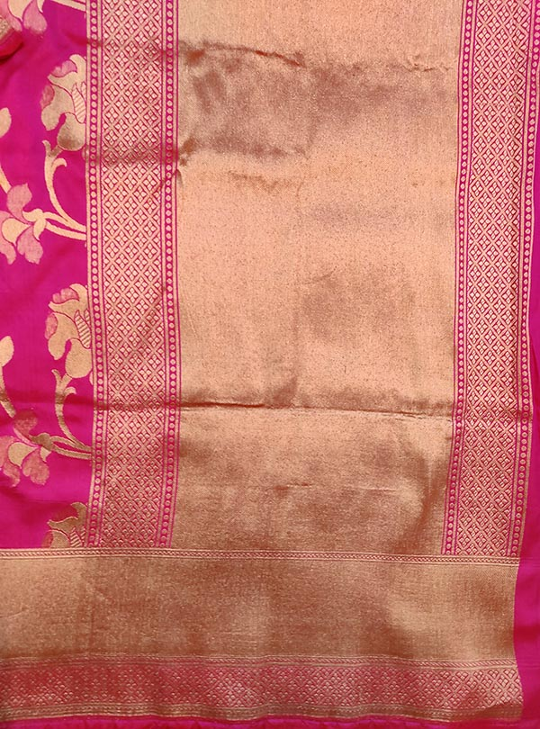 Pink katan silk Banarasi saree with elegant flower jaal (4) anchal