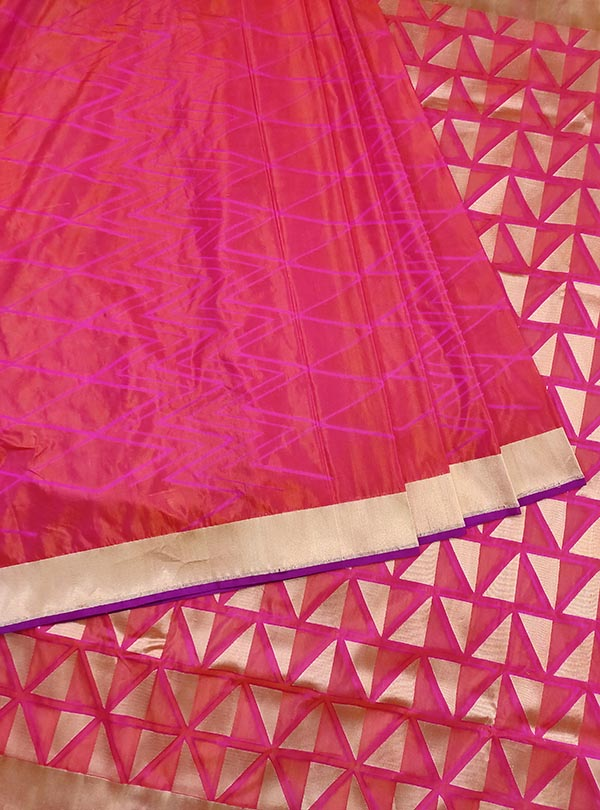 Pink katan silk handloom Banarasi saree with geometrical patterns (3) Center