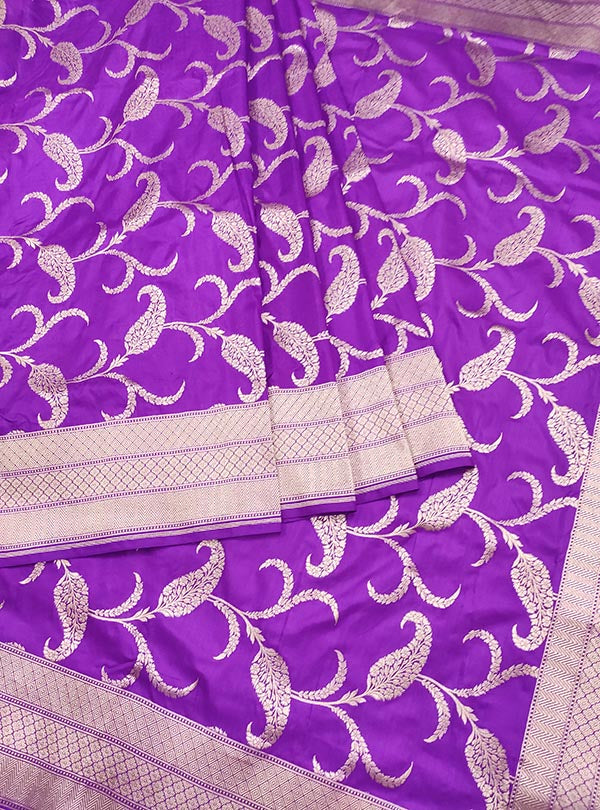 Purple katan silk Banarasi saree with artistic paisley jaal (3) Center