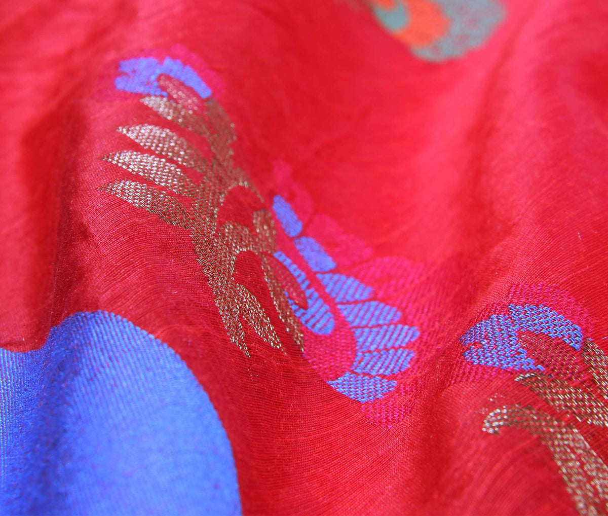Red Cotton art silk Banarasi saree with meenedar flower boota (3) closeup