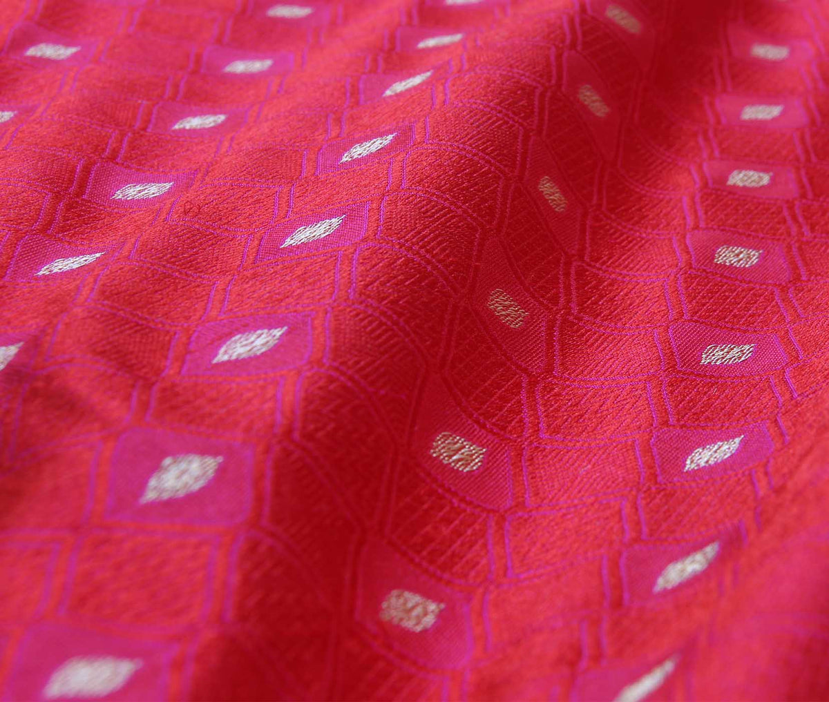 Red Katan Silk Handwoven Banarasi saree with meenedar tanchoi weave (3) closeup