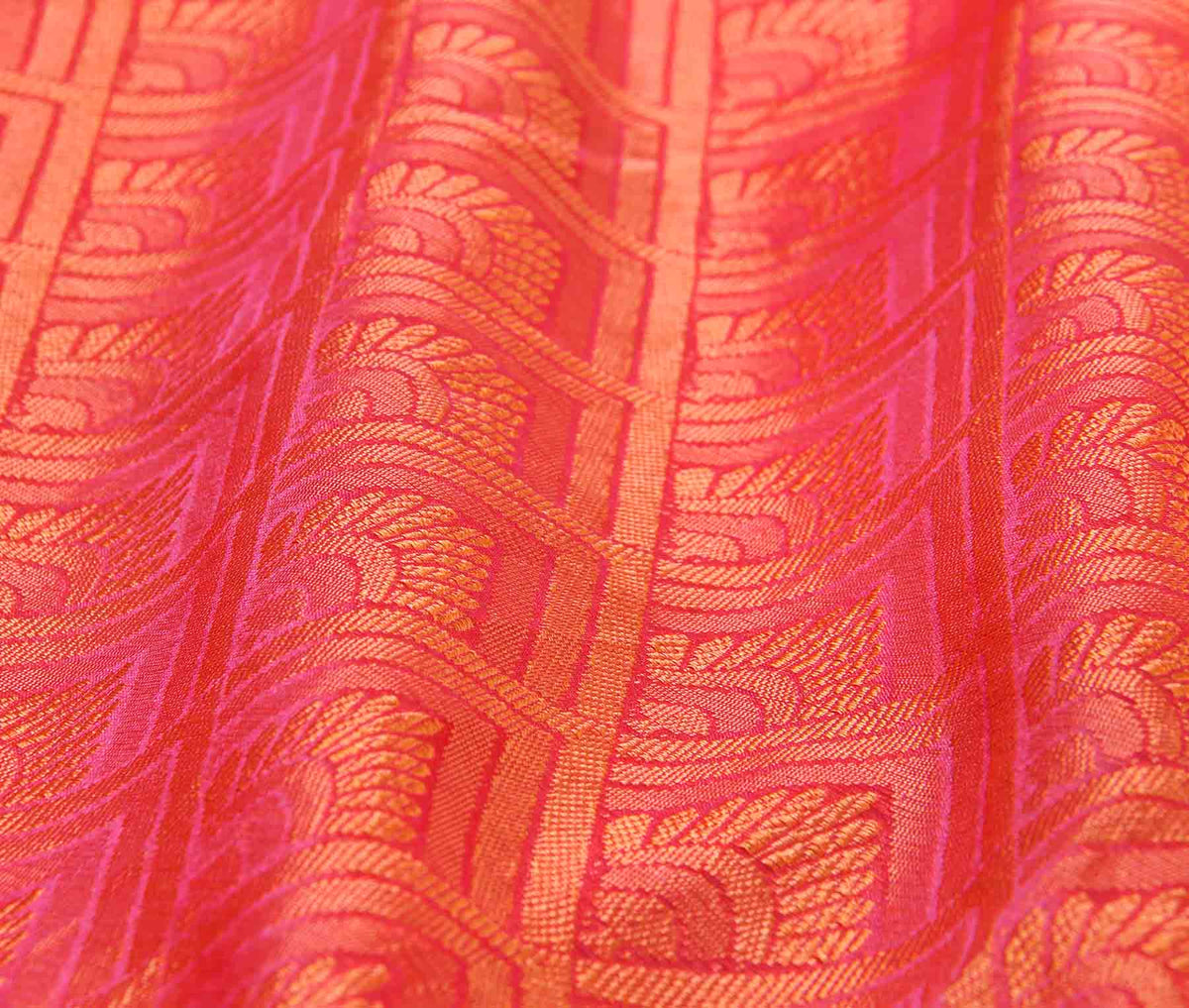 Red orange Cotton art silk tanchoi Banarasi saree with geometrical jaal (3) closeup
