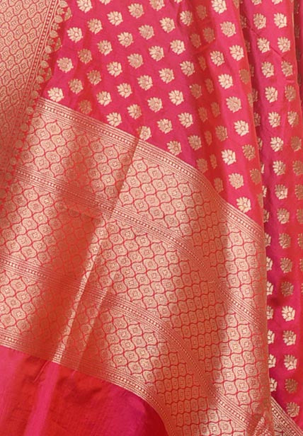 Reddish pink Katan silk Handwoven Banarasi dupatta with mini leaf buti (2) Close up