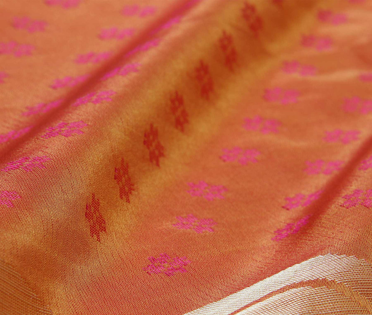 Rust Katan Silk Handwoven Banarasi saree with paisley konia (3) closeup