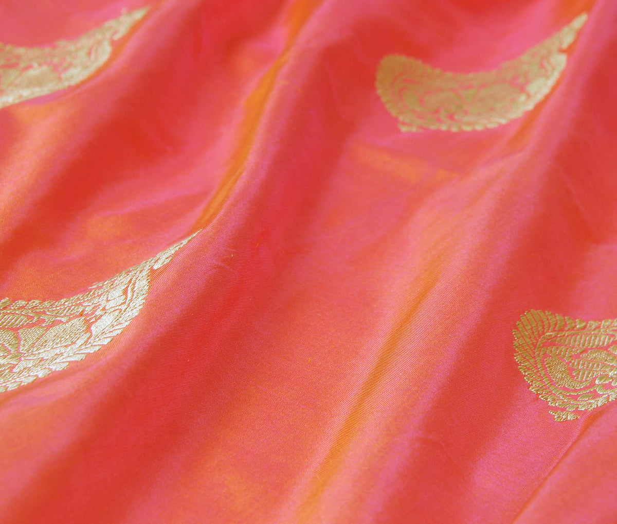 Salmon Katan Silk Handwoven Banarasi saree with stylized boota (3) closeup