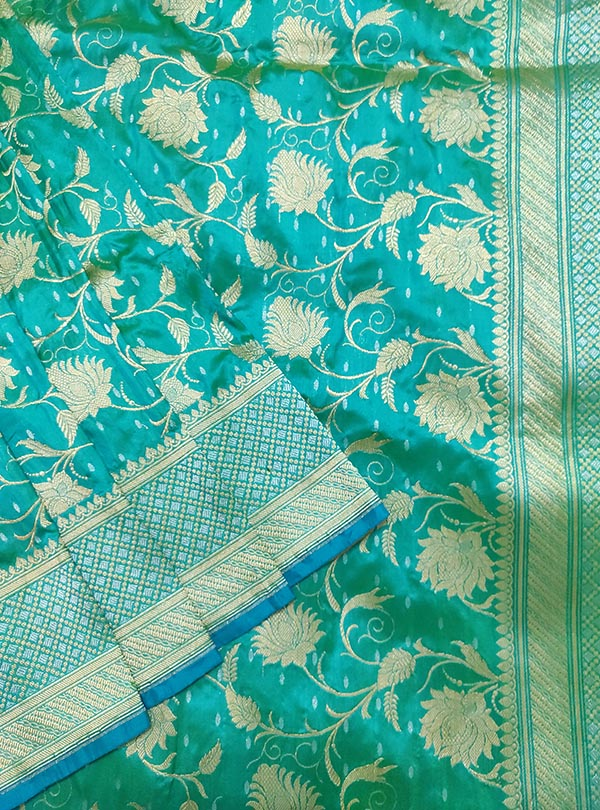 Turquoise Katan silk handloom Banarasi saree with delicate floral kaduwa jangla (2) close up