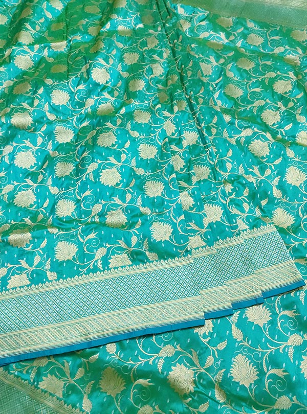 Turquoise Katan silk handloom Banarasi saree with delicate floral kaduwa jangla (3) center
