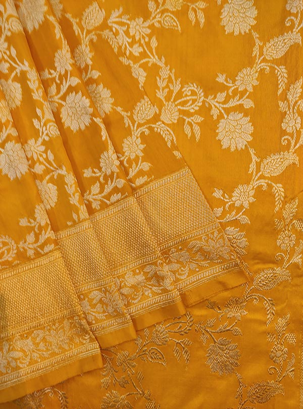 Yellow Katan silk Banarasi saree with delicate flower kaduwa jangla (2) CLOSEUP