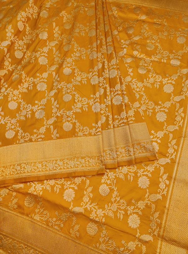 Yellow Katan silk Banarasi saree with delicate flower kaduwa jangla (3) CENTER