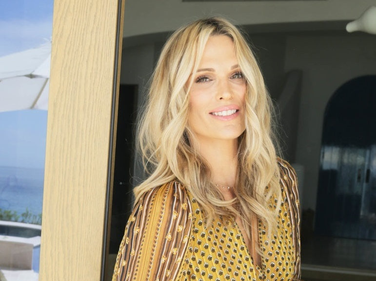 Molly Sims wearing Ulla Johnson dress