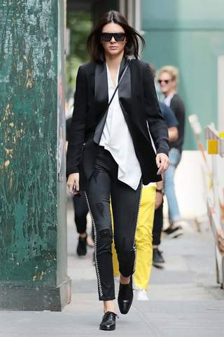 KENDALL JENNER in black distressed Etienne Marcel jeans