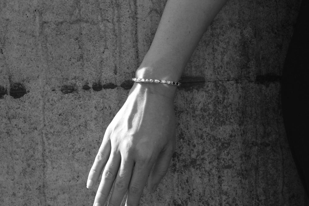 PRE ORDER  -  Delivery early December - Silver oscillate cuff