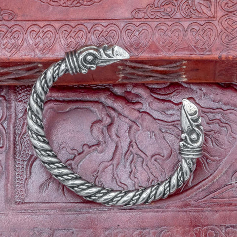 skull_viking_handmade_pewter_uk_viking-raven-huginn-munnin-arm-ring