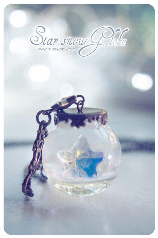 Handmade Christmas inspired, snowglobe star pendant necklace | 13th Psyche