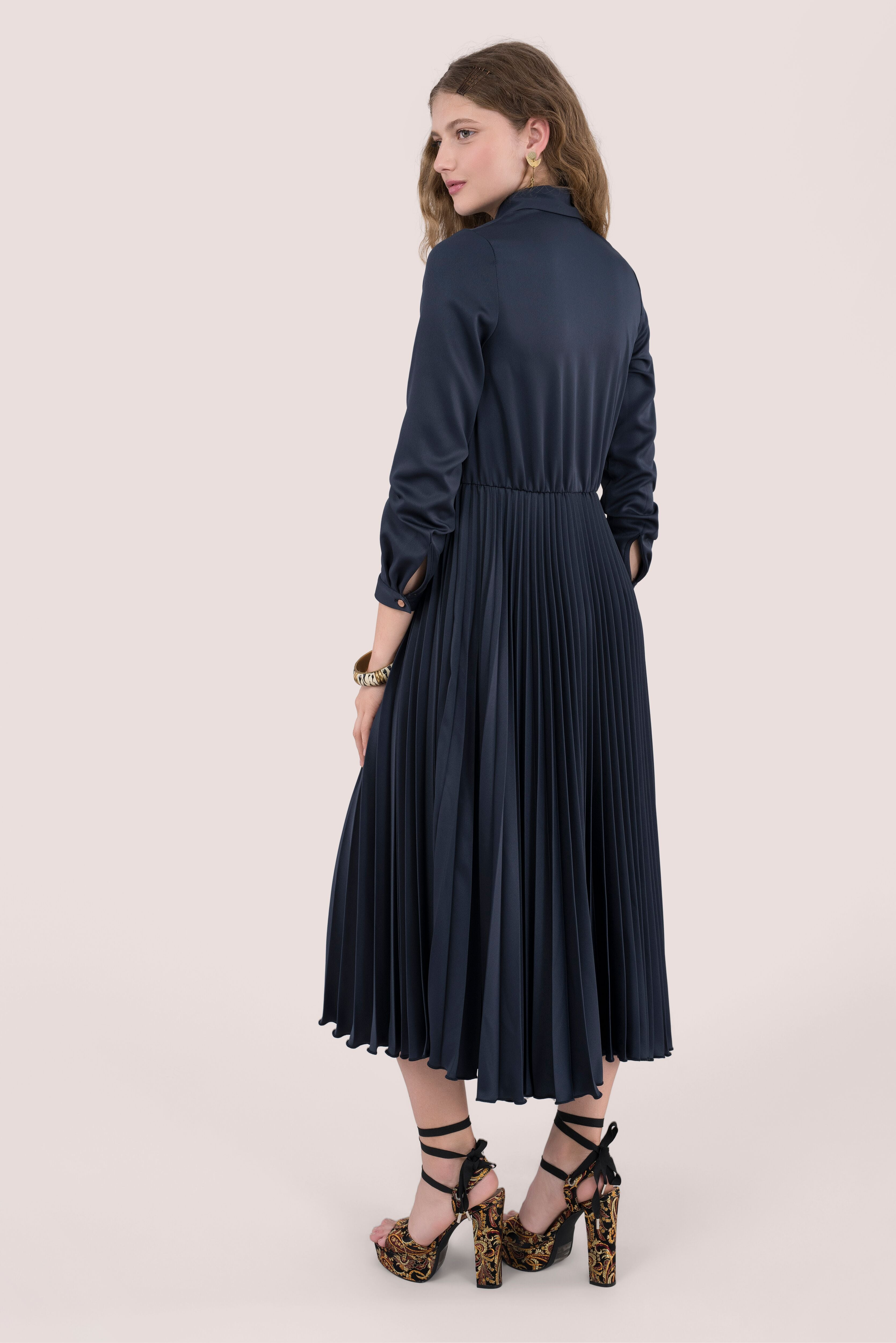 Closet navy pleated midi shirt dress