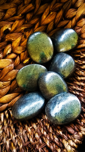 Hematite Palm Stone || India || Balance || Grounding || Protective