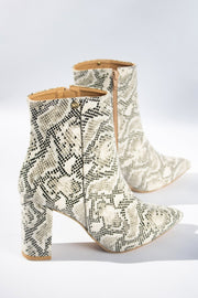 Botas Bloomind tipo serpiente color latte