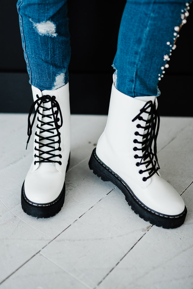 combat boot lace tie up