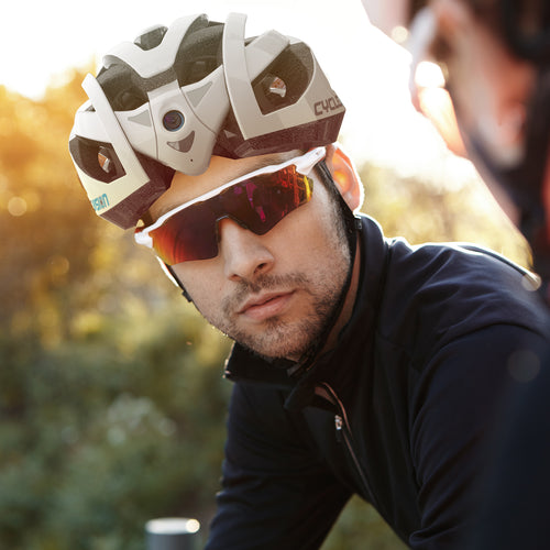New Bicycle Helmet Gives Cyclists an Electronic Rear View Mirror