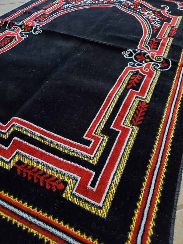 Turkish Prayer Mat - Red & Black Dome