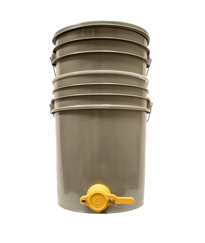 Bucket strainer with two buckets and honey gate