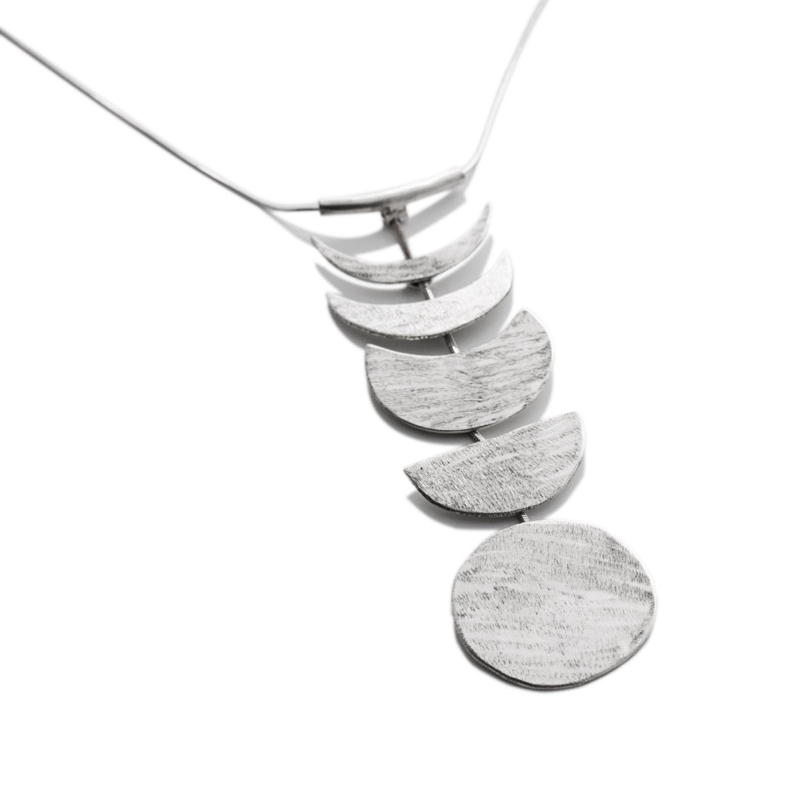 Lua | Moon Phases Necklace