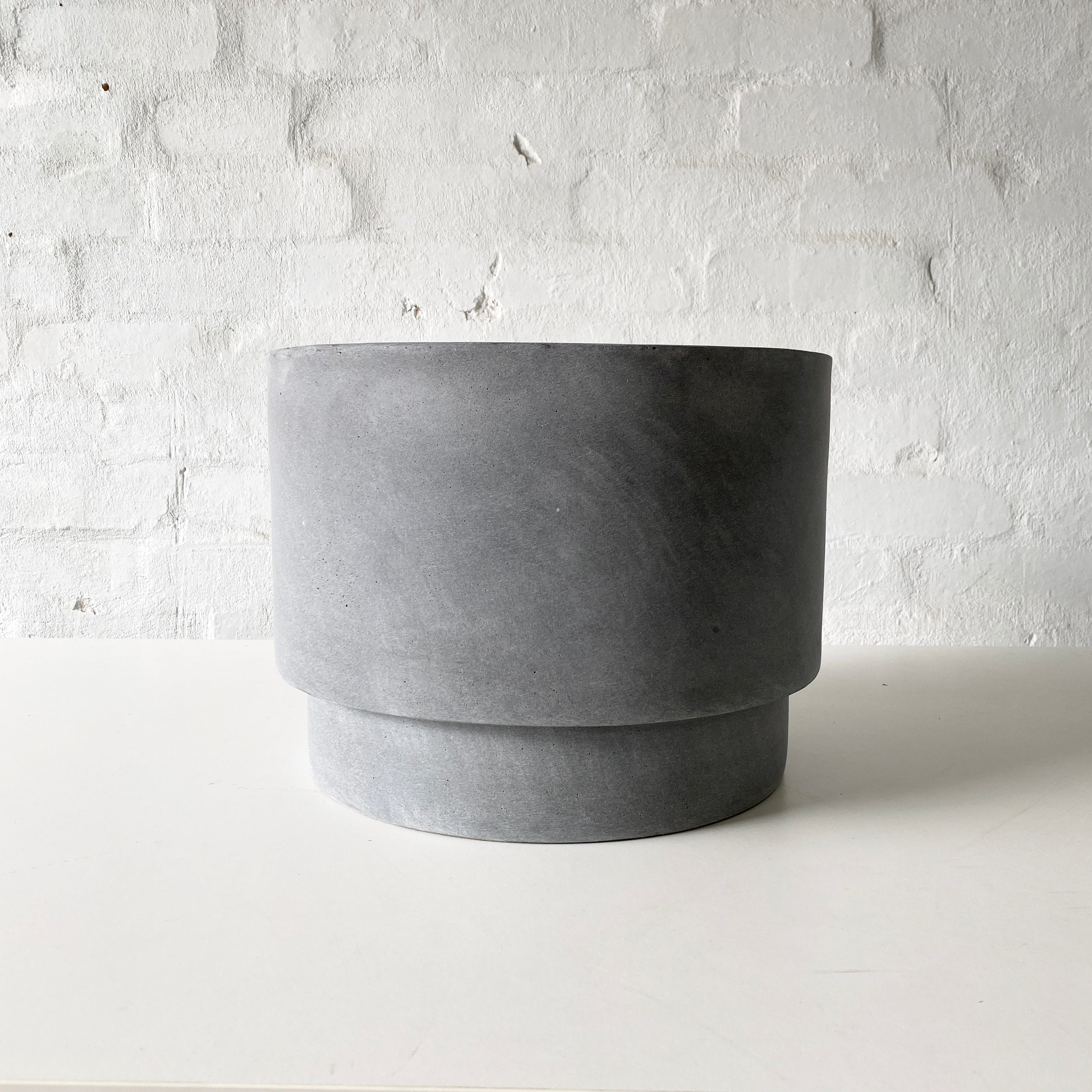 Lightweight Mason Pots | Wide | Grey