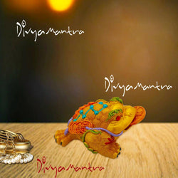 Divya Mantra Feng Shui Vastu King Money Toad Three Legged Frog With Coin For Wealth Luck Happiness Success & Financial Gains, Good Charm, Office, Home Decor Gift Collection Item / Product - Yellow - Divya Mantra