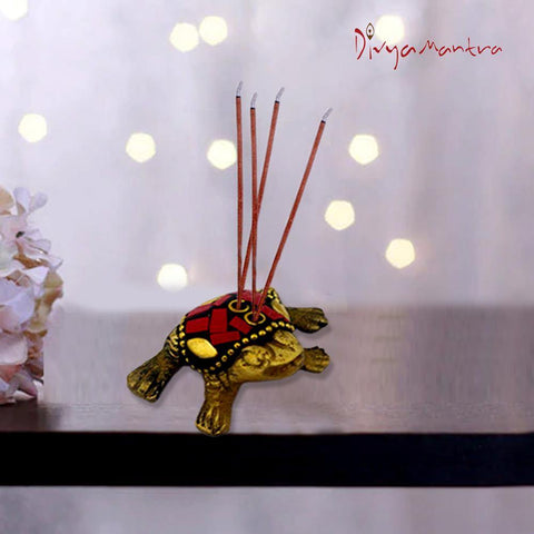 Divya Mantra Decorative Feng Shui King Money Frog Pair Pure Brass Aroma Incense Stick Holder/ Agarbatti Stand For Good Luck, Puja Room, Home Decor, Showpiece Gift Item Collection Set of 2 -Multicolour - Divya Mantra