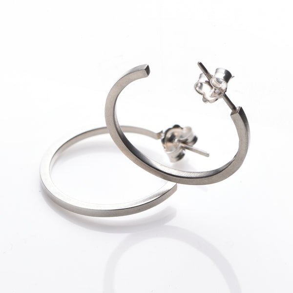 Hoop earrings in 925 sterling silver. Hall marked. 7.5 cm external circumference. Grey in a matt finish. www.ellielane.com